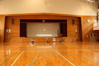 広い体育館.JPG
